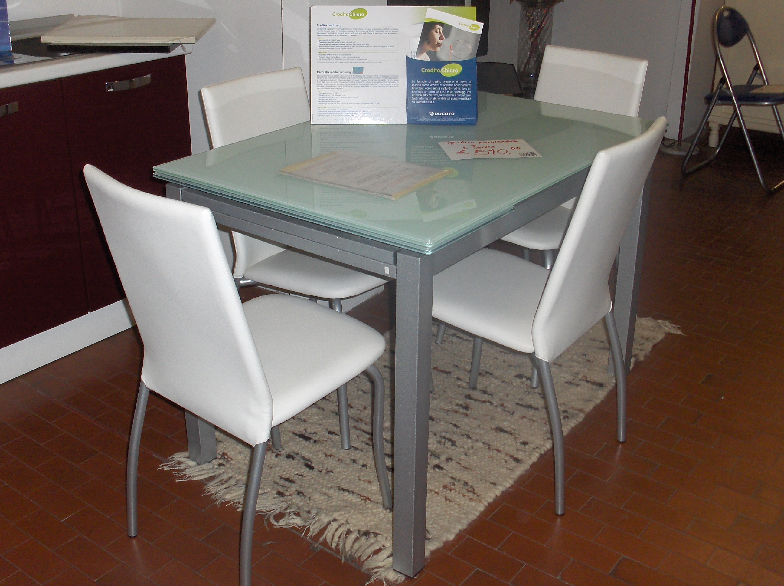 Mercatino arredamenti nuovi arredamenti nuovi tavolo for Offerte tavoli allungabili e sedie