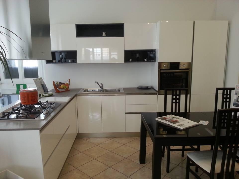 Emejing cucina con piano cottura ad angolo ideas ideas - Cucina con piano cottura angolare ...