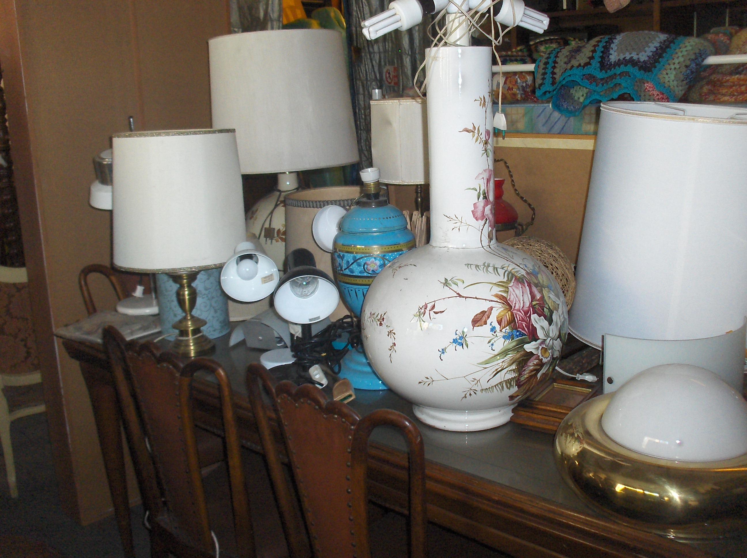 Vastissima scelta di lampade usate da tavolo e da terra for Mercatino usato