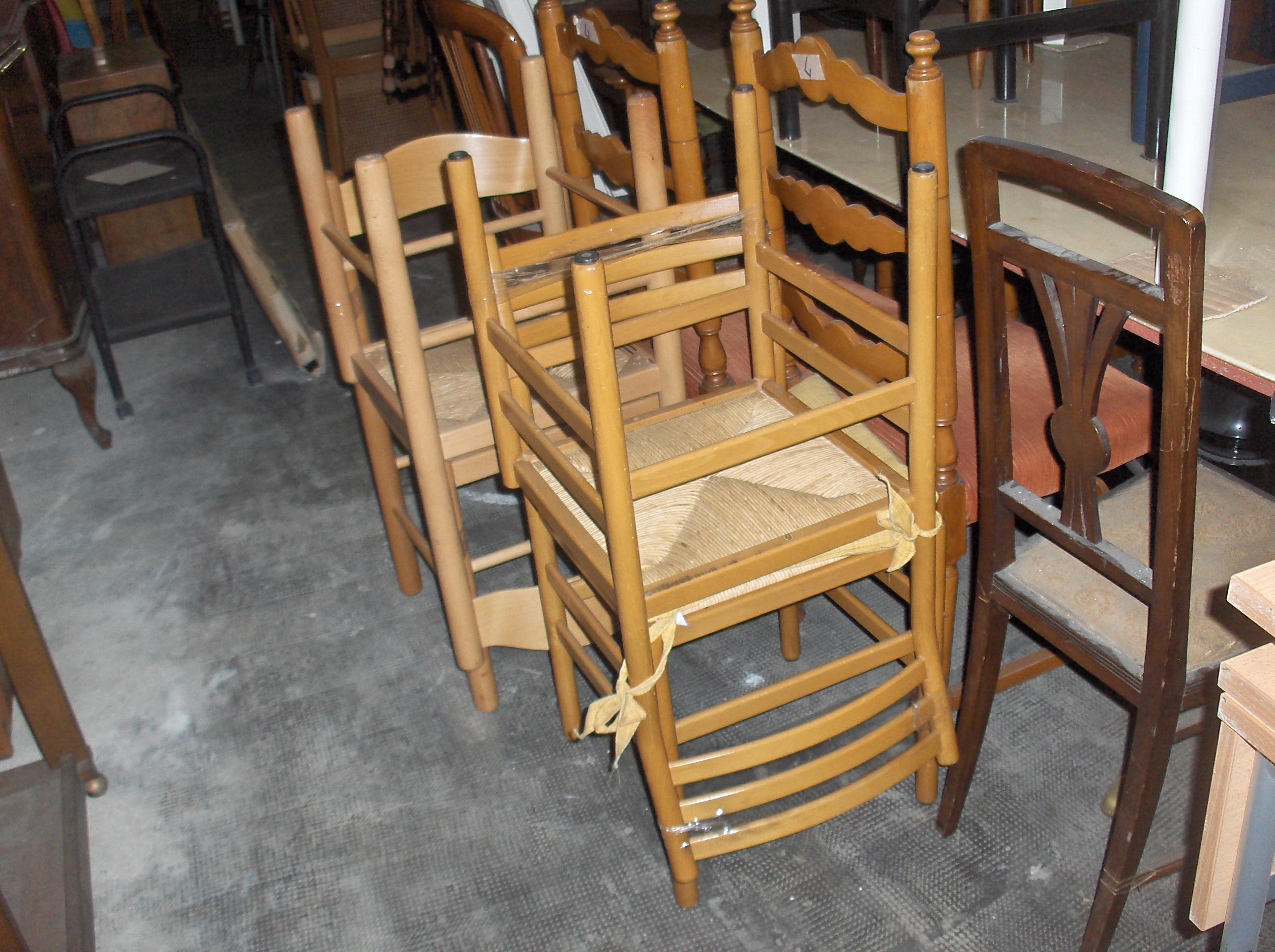 ... » sedie usate varie, da sala o da cucina, a partire da euro 5 cad