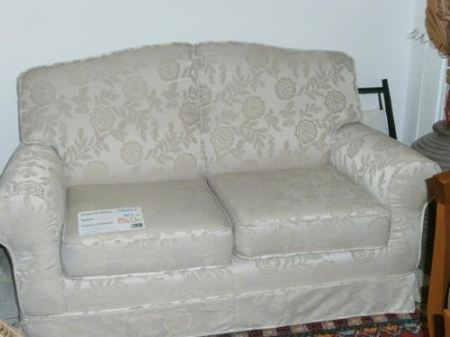 Mercatino arredamenti nuovi arredamenti nuovi divano - Divano tessuto damascato ...